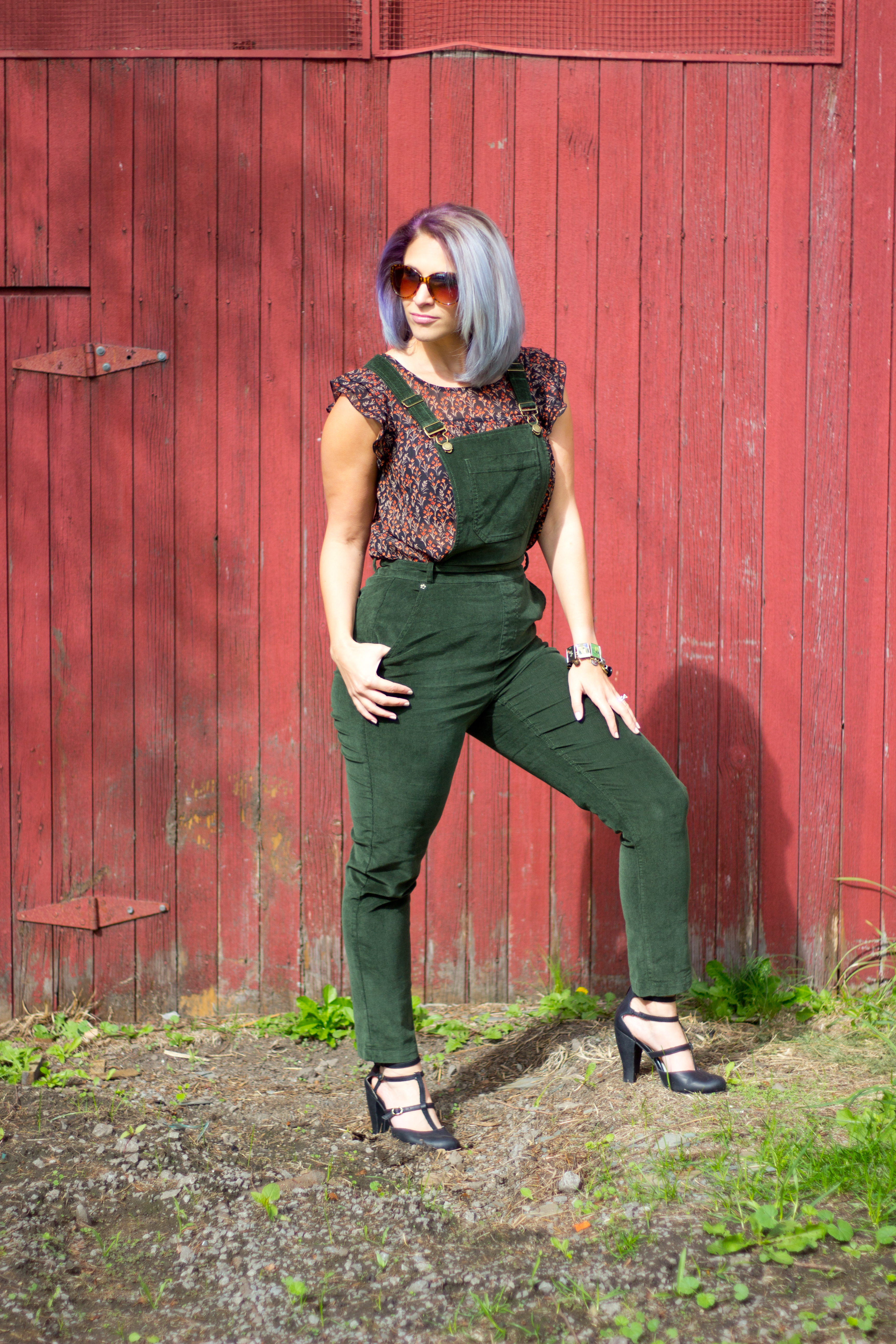modcloth-green-overalls-red-barn