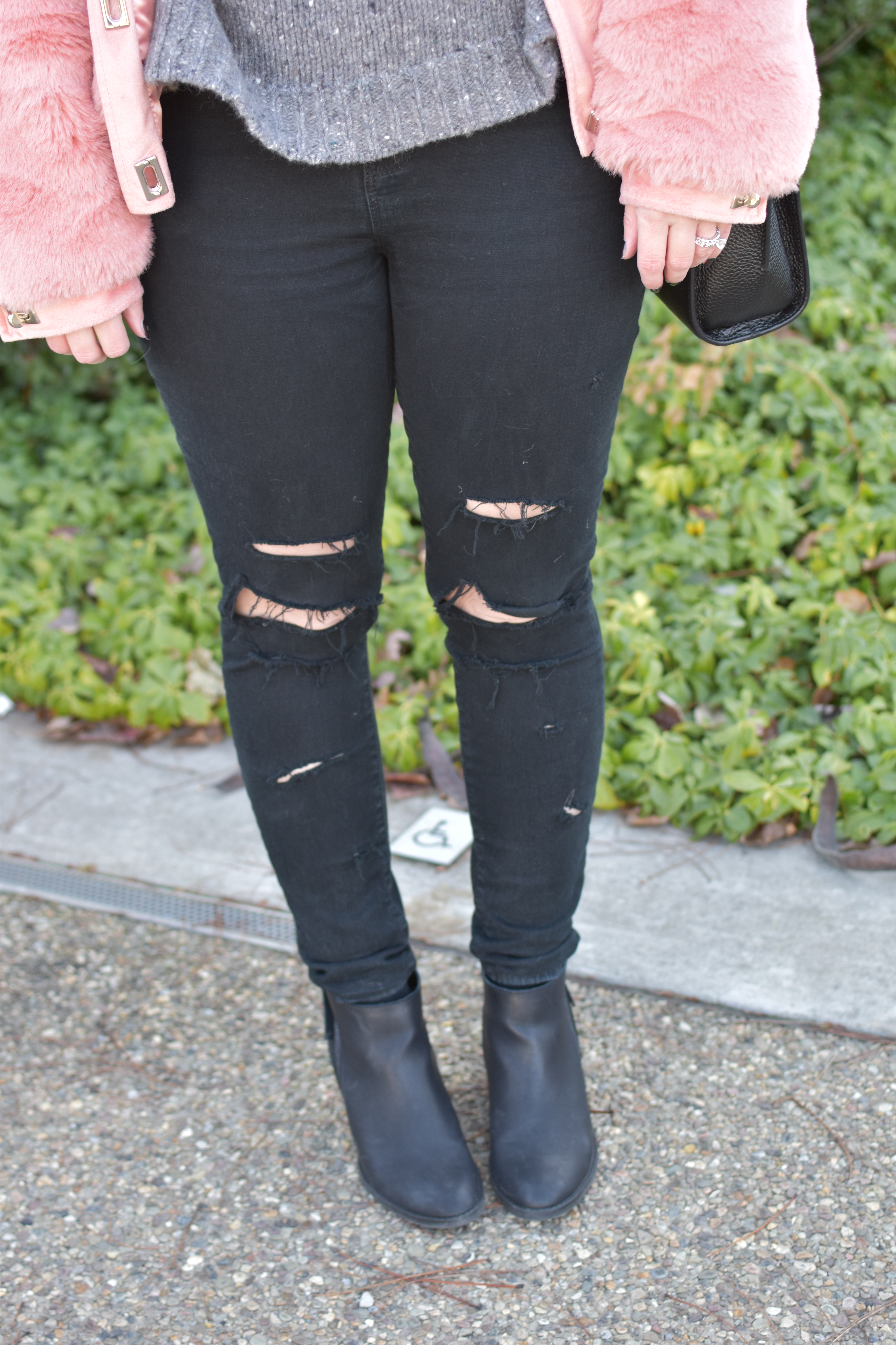 black-ripped-jeans